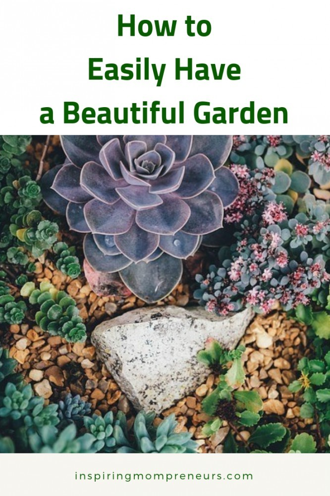 Looking for the simplest, quickest way to get your garden looking beautiful?  Here you go.  Expert Guest Post by Annie Synthetic Lawns of Florida. #EasyGardenIdeas #HowtoGardening