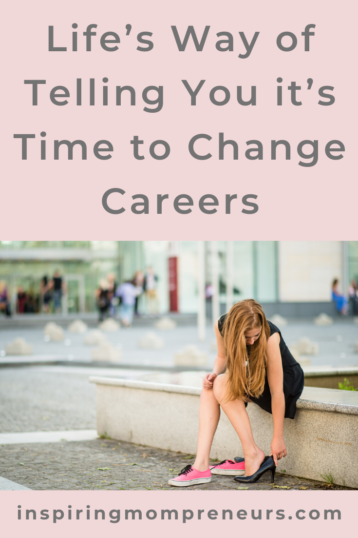 Are you wondering whether it's time for you to change careers? These signs will help you get clear on your direction.  #howtoknowitstimetochangecareers #careerchange #jobsatisfaction